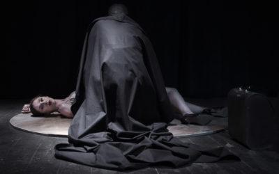 """Αντεροβγάλτης, θεατρική σειρά τεσσάρων επεισοδίων από την ομάδα Νοσταλγία, Θέατρο Rabbithole, επεισόδιο 1ο """"Πώς κάτι που δεν είναι αλήθεια, είναι"""""""