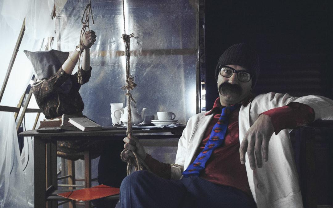 """Αντεροβγάλτης, θεατρική σειρά τεσσάρων επεισοδίων από την ομάδα Νοσταλγία, Θέατρο Rabbithole, επεισόδιο 3ο """"Αυτός που μπορεί [είναι ο Επιθεωρητής]"""""""